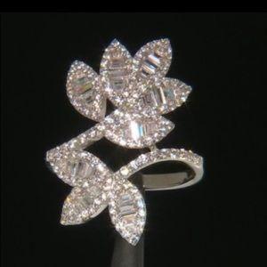 Jewelry - WOW! Diamond Simulants Ring